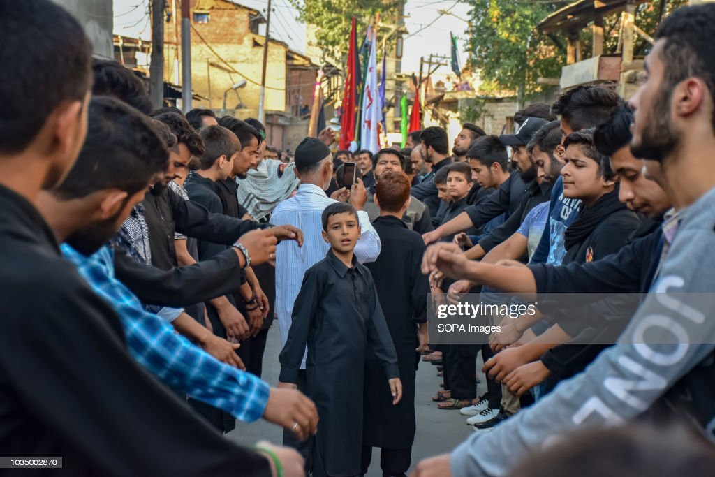 Non Muslim Perspective On The Revolution Of Imam Hussain: Kashmiri Shia Muslims Beat Their Chests As They Took Part