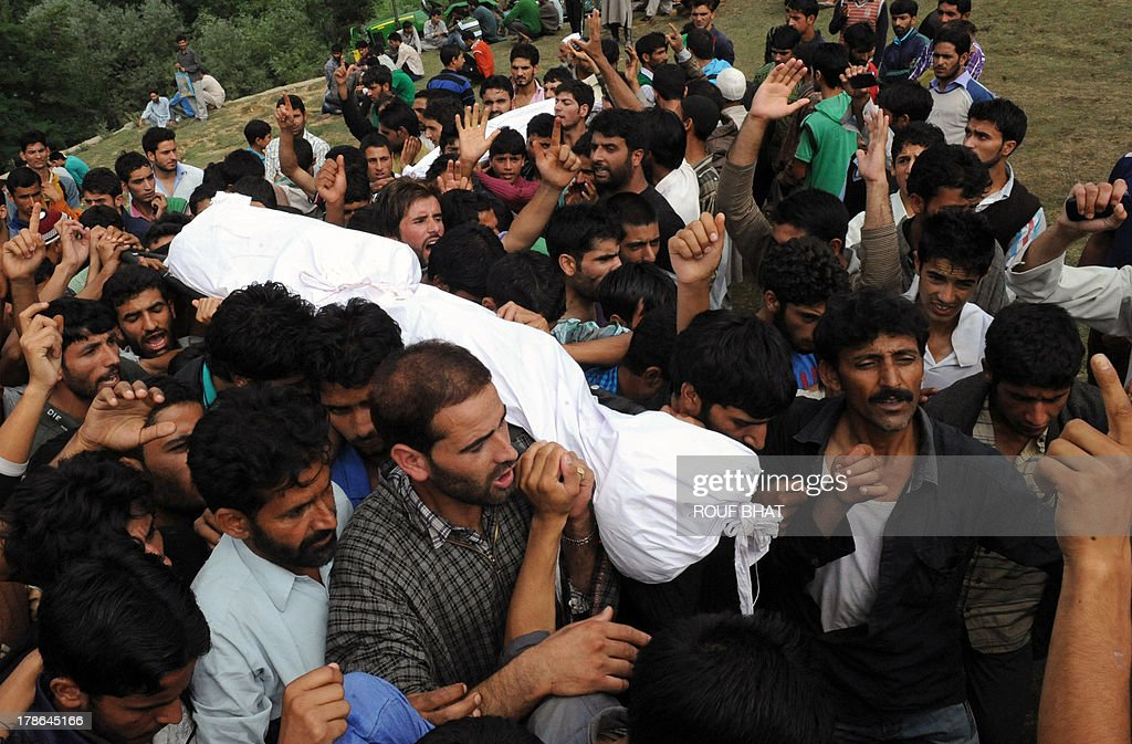 Kashmiri villagers carry the bodies of suspected militants during a funeral at Kangan on August 30, 2013. Indian police and troops killed five suspected rebels in an overnight gun battle August 30 in a forested area of northern Kashmir, triggering anti-India protests by local residents, police said. Police and an army contingent began a joint operation around midnight near the Najwan forests, 35 kilometres (20 miles) north of Srinagar, the summer capital of Indian-administered Kashmir. AFP PHOTO/Rouf BHAT