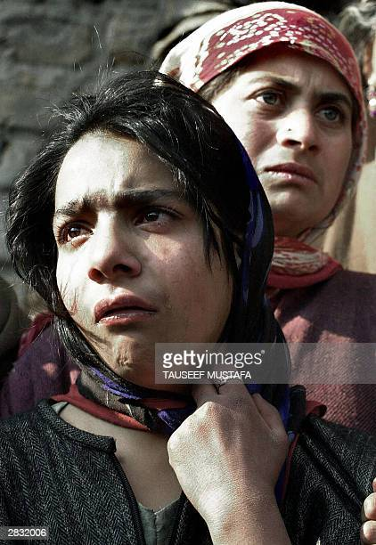 Kashmiri women react to a bomb attack on Indian army personel in the village of Sangrama Pattan some 30kms north of Srinagar 26 December 2003 Shazada...