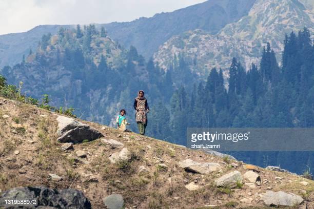 kasmiri people at beautiful mountain landscape of naranaq, jammu and kashmir state - shaifulzamri stock-fotos und bilder
