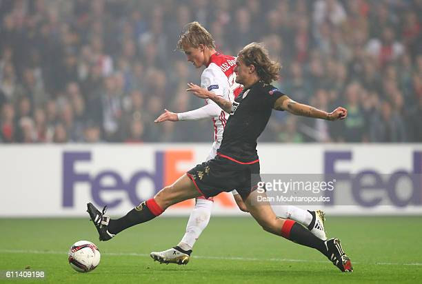 Kasper Dolberg of Ajax scores the opening goal during the UEFA Europa League group G match between AFC Ajax and R Standard de Liege at the Amsterdam...