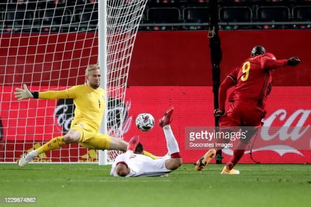 Kasper Schmeichel of Denmark, Romelu Lukaku of Belgium during the UEFA Nations league match between Belgium v Denmark at the King Baudouin Stadium on...