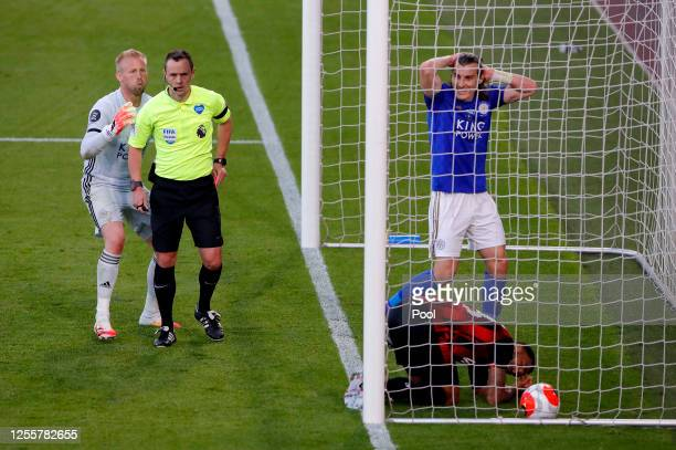 Kasper Schmeichel of Leicester City appeals to the match referee during the Premier League match between AFC Bournemouth and Leicester City at...