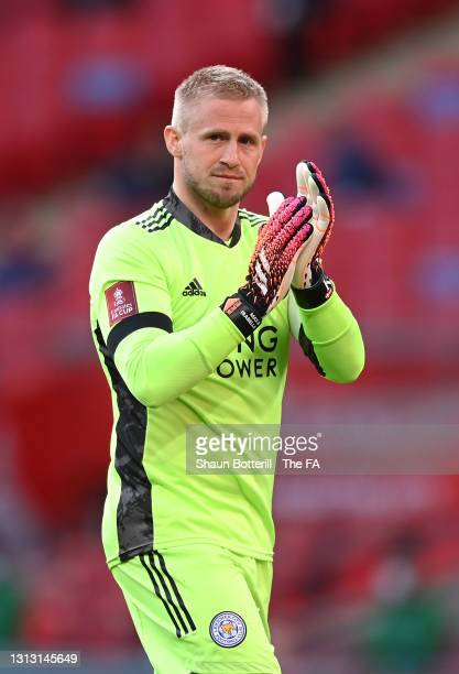 Kasper Schmeichel of Leicester City applauds fans as he walks into position prior to the Semi Final of the Emirates FA Cup between Leicester City and...