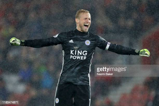 Kasper Schmeichel of Leicester City celebrates during the Premier League match between Southampton FC and Leicester City at St Mary's Stadium on...