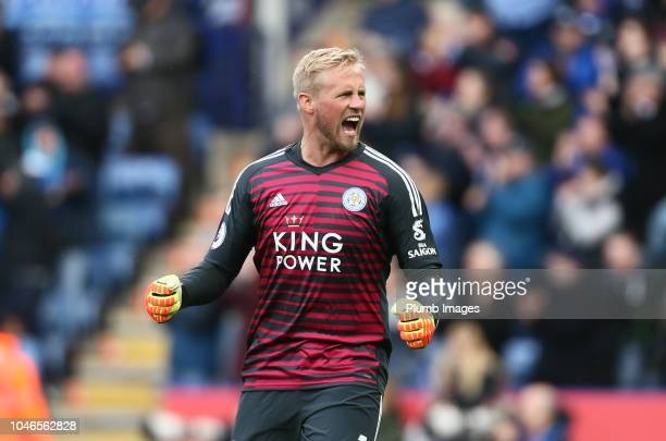 Kasper Schmeichel of Leicester City celebrates Ricardo Pereira of Leicester City goal during the Premier League match between Leicester City and...
