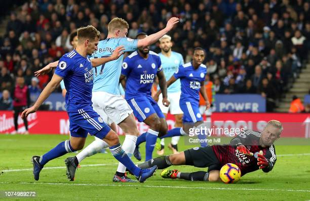 Kasper Schmeichel of Leicester City saves from Kevin De Bruyne of Manchester City during the Premier League match between Leicester City and...