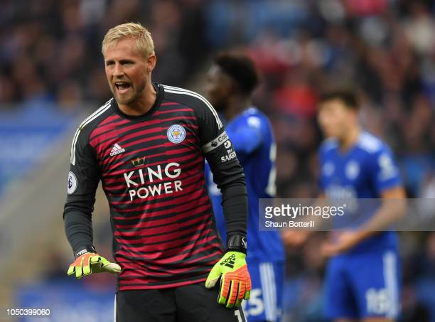 Kasper Schmeichel of Leicester City talks to his defence during the Premier League match between Leicester City and Everton FC at The King Power...