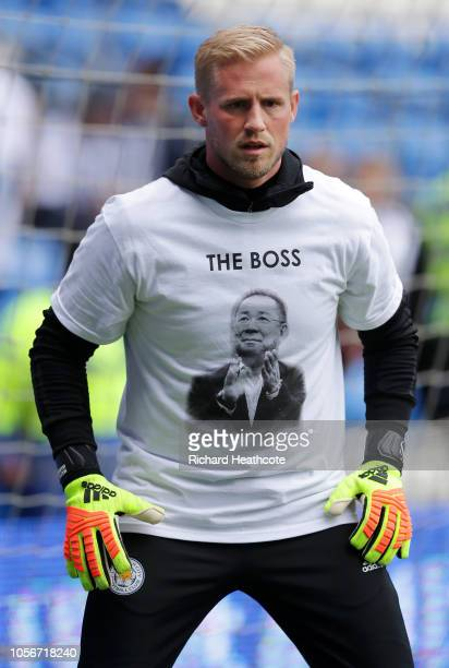Kasper Schmeichel of Leicester City wears a tshirt that commemorates Vichai Srivaddhanaprabha as he warms up prior to the Premier League match...