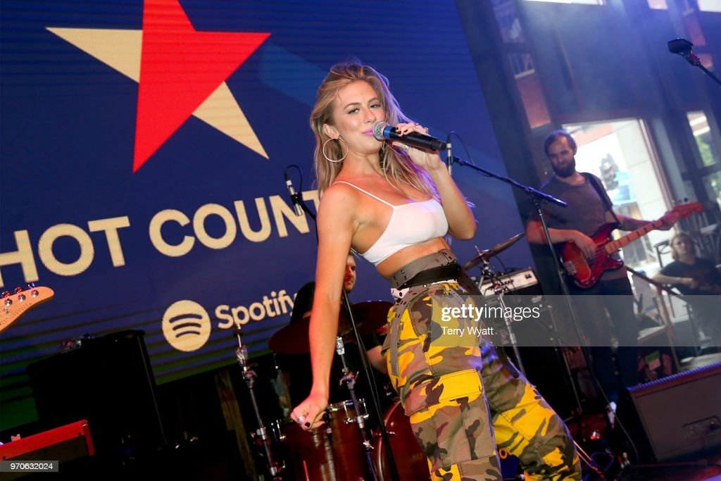 Spotify's Hot Country Presents Midland more at Ole Red During CMA Fest : Nieuwsfoto's