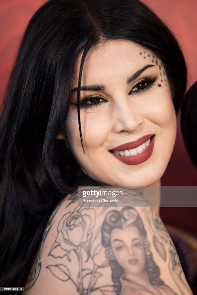 Kat Von D Launches Her Make Up Line In Milan : Fotografía de noticias
