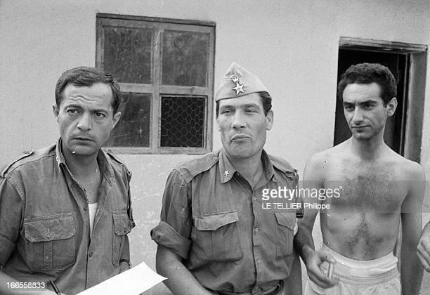 Mercenaries Septembre 1961 durant la guerre de sécession du Katanga portrait de trois hommes de face Le premier tient une feuille de papier dans une...
