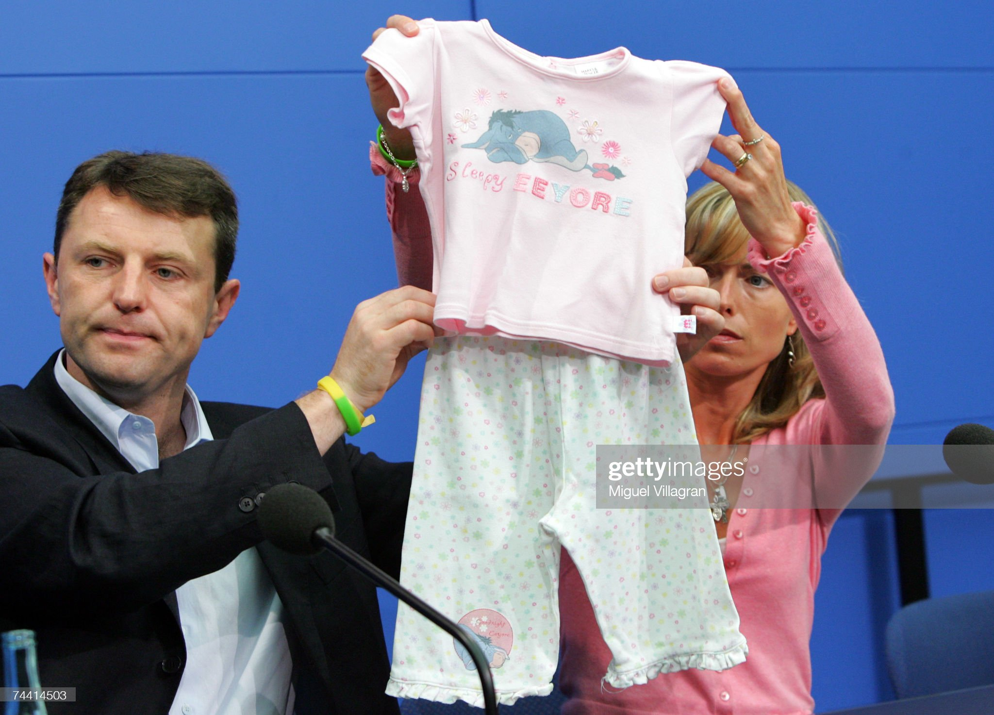 Dr Martin Roberts - 'A Nightwear Job' - Page 15 Kate-and-gerry-mccann-the-parents-of-the-missing-4yearold-british-picture-id74414503?s=2048x2048