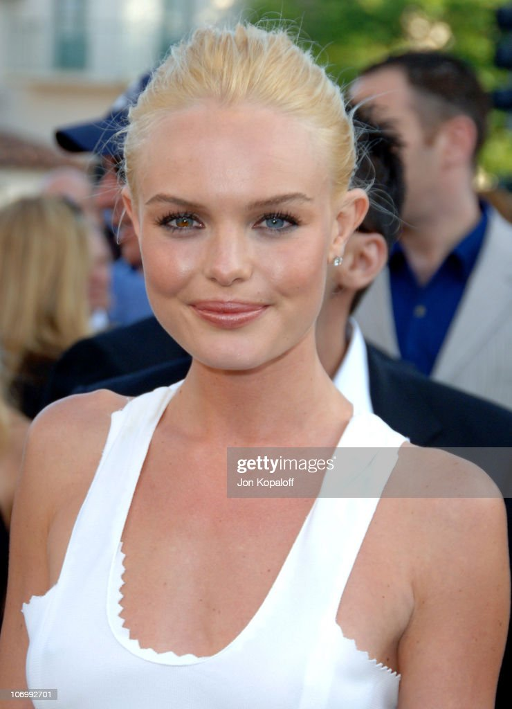 Kate Bosworth during 'Superman Returns' Los Angeles Premiere - Arrivals at Mann Village and Bruin Theaters in Westwood, California, United States.