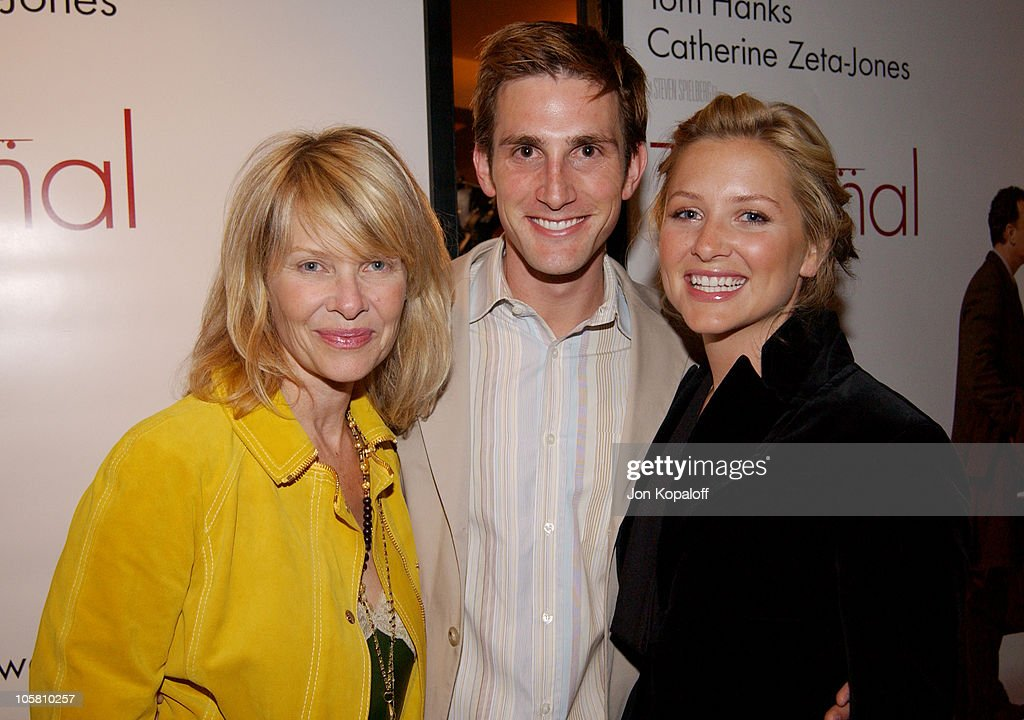 Kate Capshaw, daughter Jessica Capshaw (r) and husband