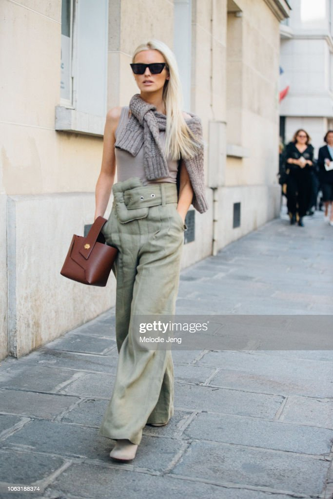 Street Style : Paris Fashion Week Womenswear Spring/Summer 2019 : Day Six : Fotografía de noticias