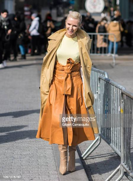 Kate Davidson Hudson is seen arriving to Tory Burch Fall Winter 2019 Fashion Show during New York Fashion Week at Pier 17 on February 10 2019 in New...