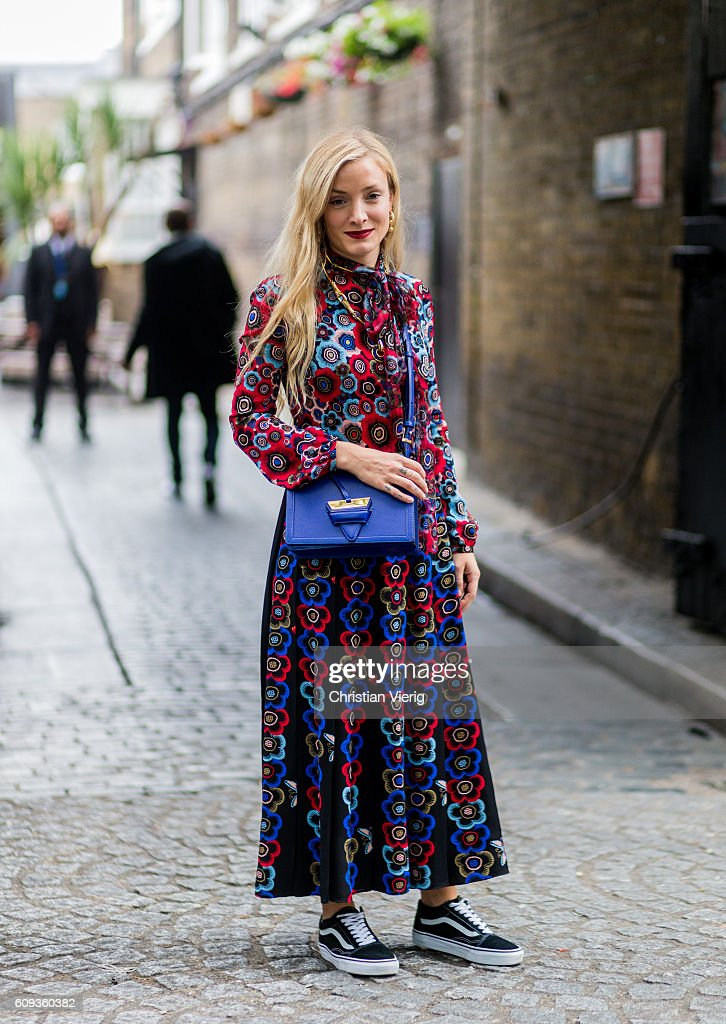 Street Style - Day 5 - LFW September 2016 : News Photo