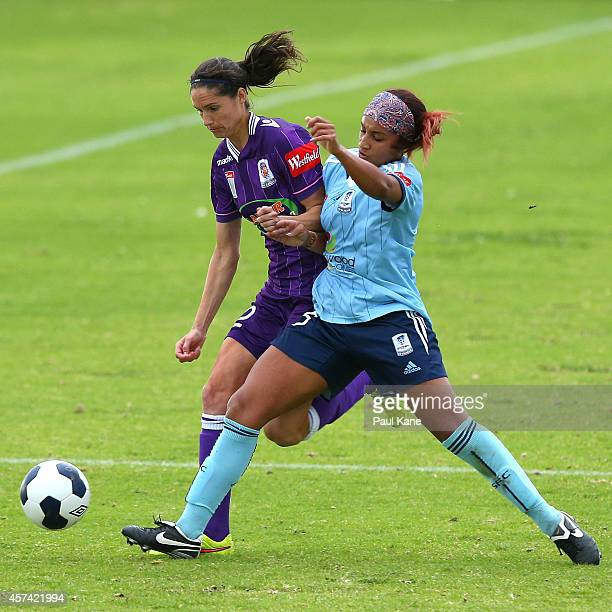 Kate Gill of the Glory and Samantha Johnson of Sydney contest for the ball during the round six WLeague match between the Perth Glory and Sydney FC...