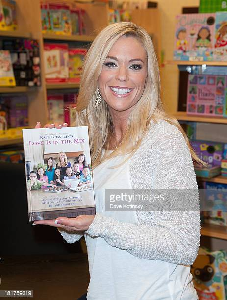 Kate Gosselin promotes the new book Love Is In The Mix Making Meals Into Memories With FamilyFriendly Recipes Tips And Traditions at Barnes Noble...