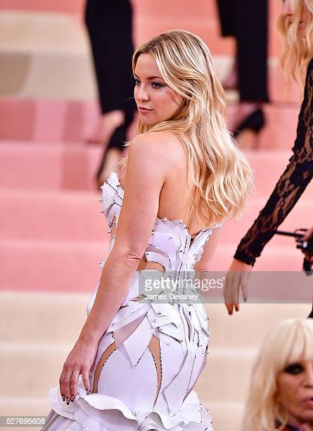 Kate Hudson attends 'Manus x Machina Fashion in an Age of Technology' Costume Institute Gala at Metropolitan Museum of Art on May 2 2016 in New York...