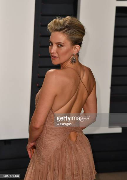 Kate Hudson attends the 2017 Vanity Fair Oscar Party Hosted by Graydon Carter at the Wallis Annenberg Center for the Performing Arts on February 26...