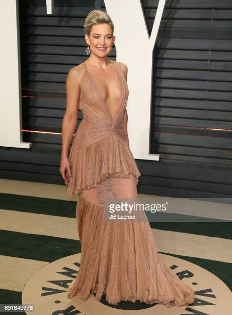 Kate Hudson attends the 2017 Vanity Fair Oscar Party hosted by Graydon Carter at Wallis Annenberg Center for the Performing Arts on February 26 2017...