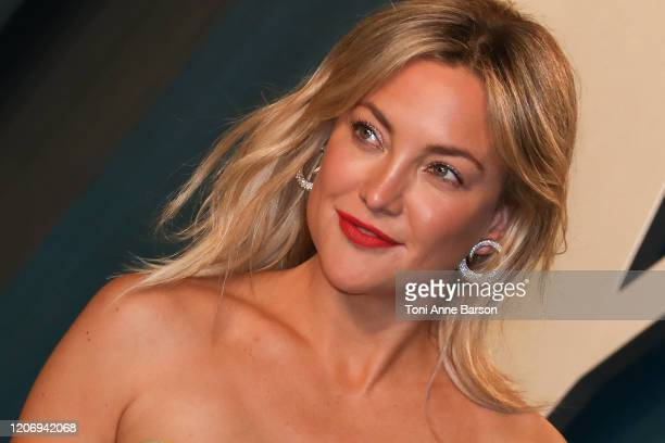 Kate Hudson attends the 2020 Vanity Fair Oscar Party at Wallis Annenberg Center for the Performing Arts on February 09, 2020 in Beverly Hills,...