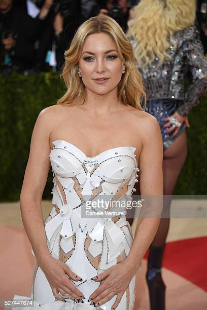 Kate Hudson attends the 'Manus x Machina: Fashion In An Age Of Technology' Costume Institute Gala at the Metropolitan Museum on May 02, 2016 in New...