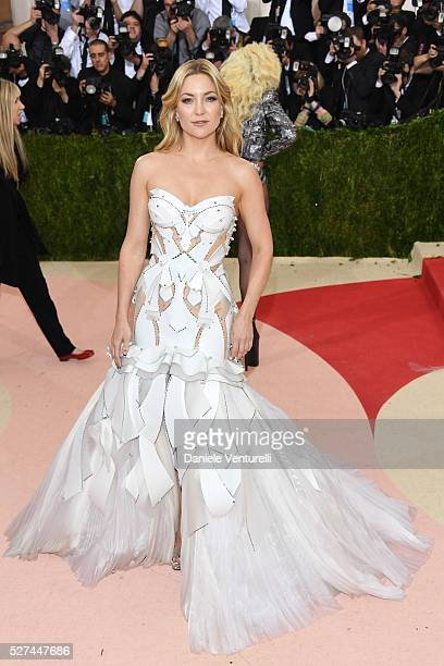 Kate Hudson attends the 'Manus x Machina Fashion In An Age Of Technology' Costume Institute Gala at the Metropolitan Museum on May 02 2016 in New...