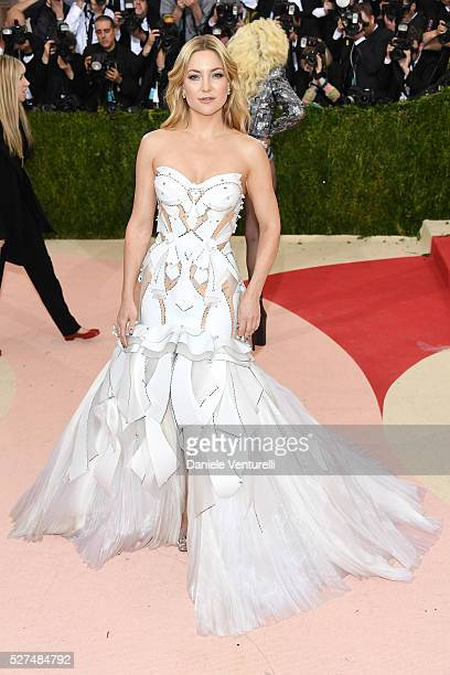 """Kate Hudson attends the """"Manus x Machina: Fashion In An Age Of Technology"""" Costume Institute Gala at Metropolitan Museum of Art on May 2, 2016 in New..."""