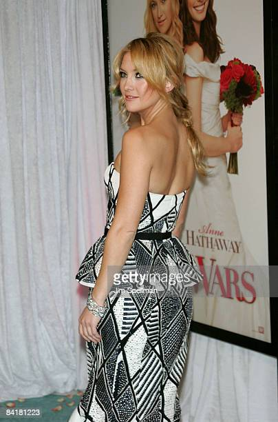"""Kate Hudson attends the premiere of """"Bride Wars"""" at the AMC Loews Lincoln Square on January 5, 2009 in New York City."""