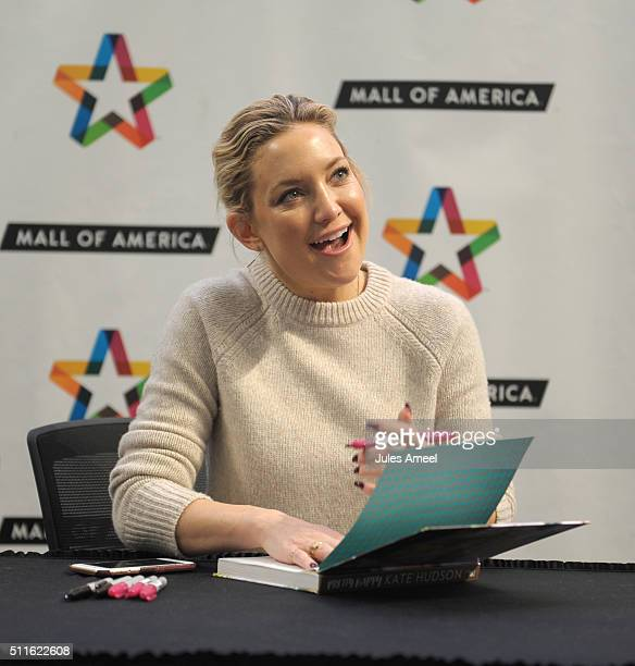 Kate Hudson greets fans and signs copies of her book 'Pretty Happy Healthy Way To Love Your Body' at Mall of America on February 21 2016 in...