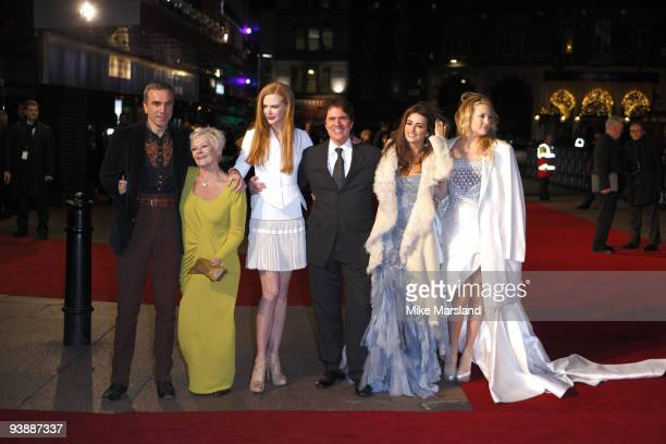 Kate Hudson Penelope Cruz Rob Marshall Judi Dench Daniel Day Lewis and Nicole Kidman attend the World Premiere of 'Nine' at Odeon Leicester Square on...