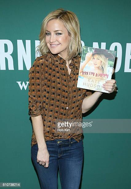 Kate Hudson promotes her new book 'Pretty Happy Healthy Ways to Love Your Body' at Barnes Noble Union Square on February 16 2016 in New York City