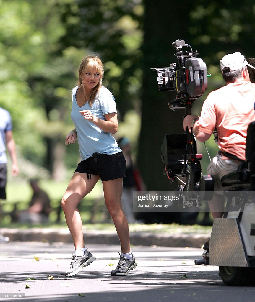 Anne Hathaway Bride Wars: Kate Hudson Seen On Location For 'Bride Wars' In Central