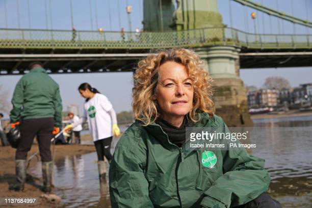 Kate Humble helps a team of people pick up litter during a special River Thames clean up hosted by Dettol in partnership with Thames 21