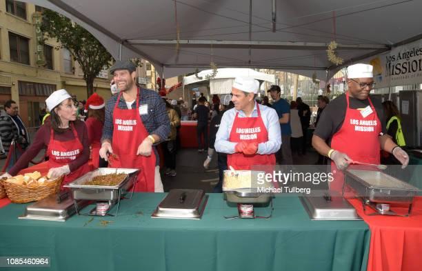 Kate Linder Geoff Stults Antonio Villaraigosa and Jonathan Adams serve up food at the annual Los Angeles Mission Christmas at Los Angeles Mission on...