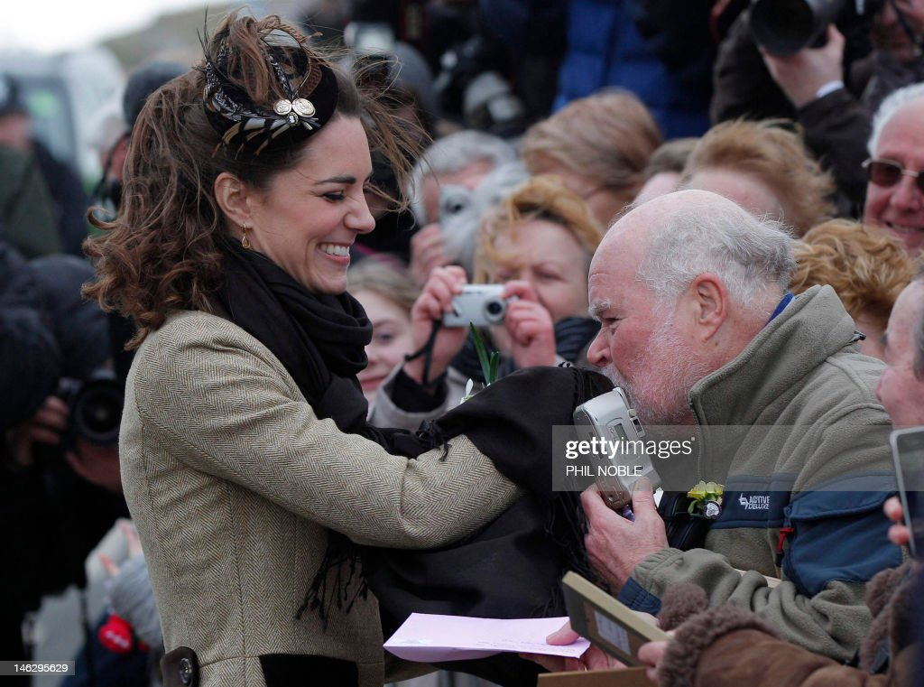 Kate Middleton (L) and Britain's Prince  : News Photo