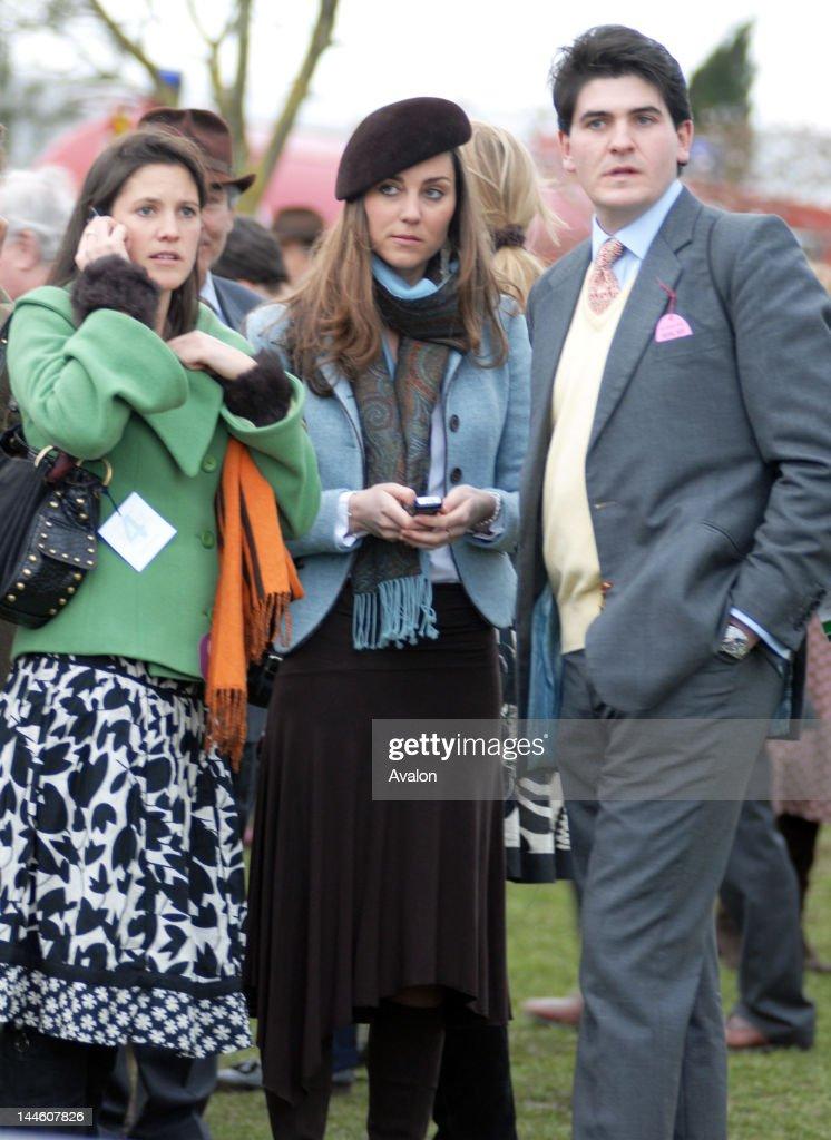 Kate Middleton relaxes at the Cheltenham Festival 2007 : News Photo