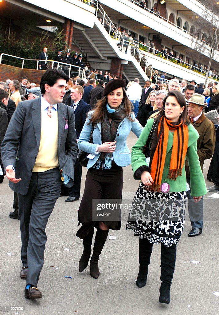 Kate Middleton relaxes at the Cheltenham Festival 2007 : News Photo