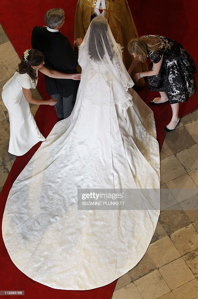 Kate Middleton (TopC) has her dress adju : News Photo