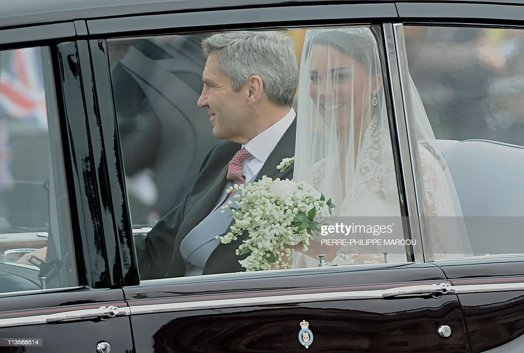 Kate Middleton (R) travels in a Rolls Ro : News Photo