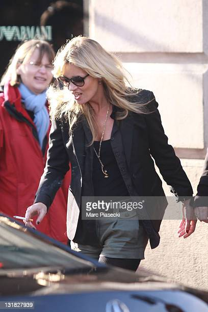 Kate Moss arrives at Brasserie 'LIPP' in Saint Germain des Pres on January 15 2011 in Paris France