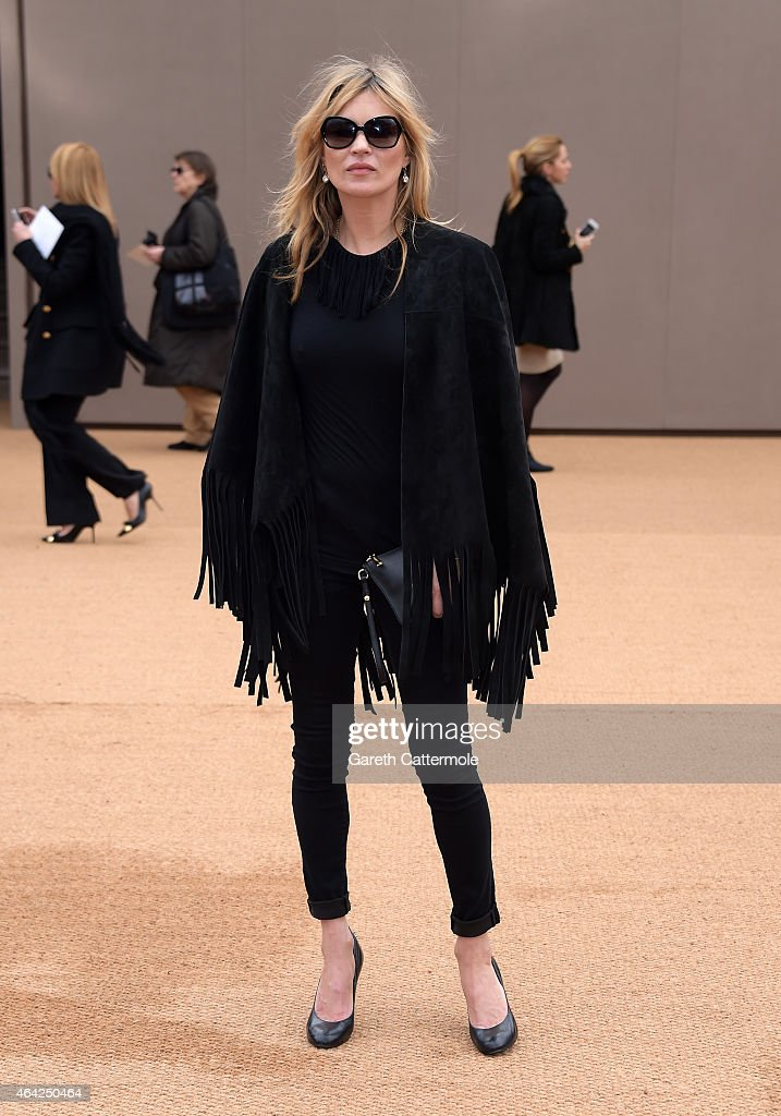 Kate Moss attends the Burberry Prorsum AW 2015 arrivals during London Fashion Week at Kensington Gardens on February 23, 2015 in London, England.