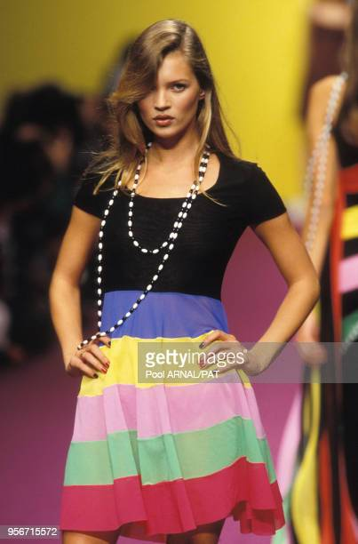 Kate Moss au défilé Karl Lagerfeld PrêtàPorter Collection Printempsété 1995 à Paris en octobre 1994 France