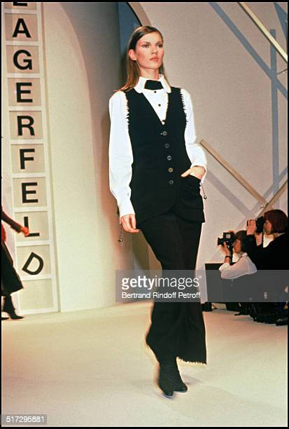 Kate Moss Karl Lagerfeld ready to wear fashion show fall winter 1993 collections