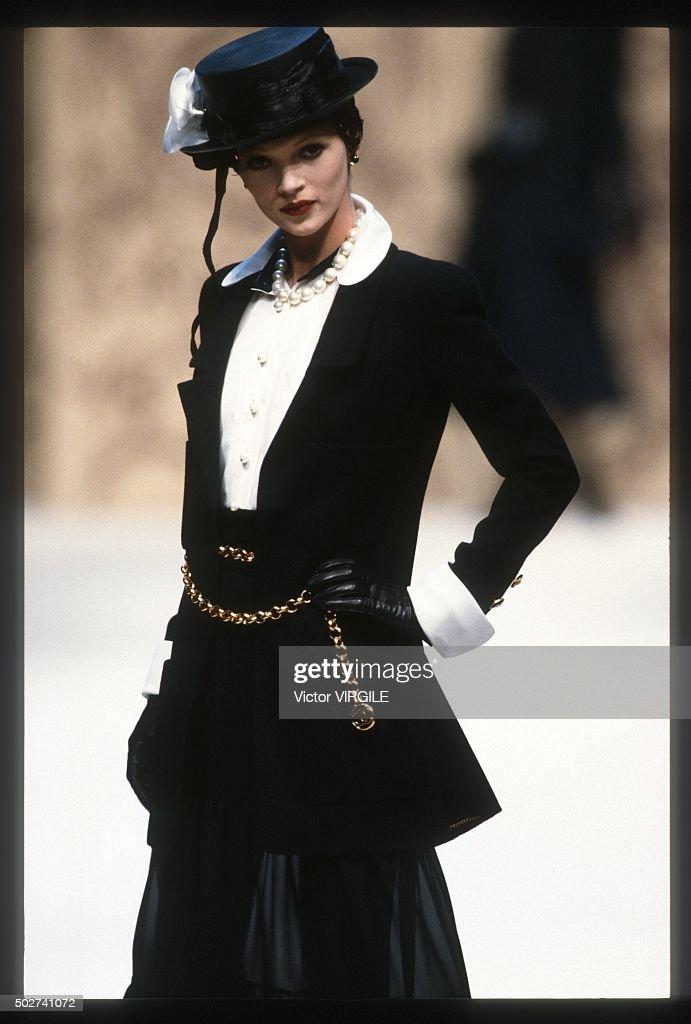 Chanel - Runway - Haute Couture Spring/Summer 1993-1994 : Photo d'actualité
