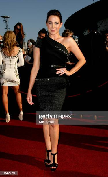 Kate Ritchie arrives on the red carpet at the 2009 ARIA Awards at Acer Arena, Sydney Olympic Park on November 26, 2009 in Sydney, Australia. The...