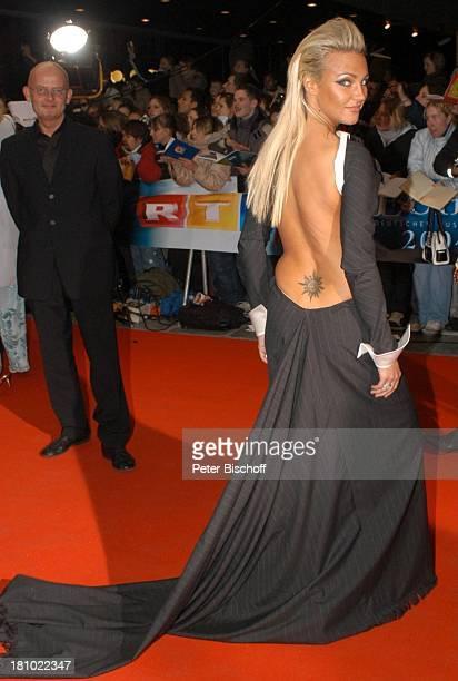 Kate Ryan Verleihung Echo 2004 Berlin ICC roter Teppich sxy nackter Rücken mit Tattoo Tätowierung Promis Prominente Prominenter